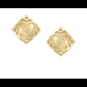 ISO or will SELL 1 Kendra Scott Tima stud earring